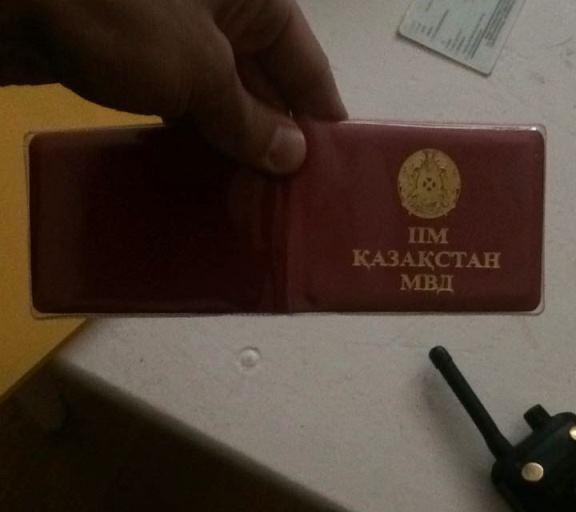 В Алматы автолюбитель нарушал ПДД, прикрываясь поддельным «служебным» удостоверением
