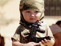 Daily Mail: Исламское Государство выпустило шокирующее новое видео, где показывается обучение детей-солдат из Казахстана военному делу с автоматами АК-47