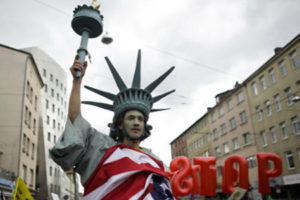 Война Миров. Торговые бои между США и Евросоюзом перерастают в сражения