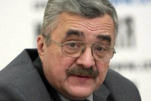 Владимир Жарихин, заместитель директора российского Института стран СНГ: Казахстан, если он решил дистанцироваться от России, а, следовательно, и от Китая, может оказаться между двумя этими странами, настроенными к нему достаточно негативно. Это ему надо?