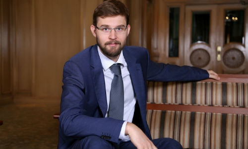 Кто он – Тимур Турлов: расточительный миллиардер или любитель пиара? —  Интернет-газета ЗОНАКЗ. Казахстан.