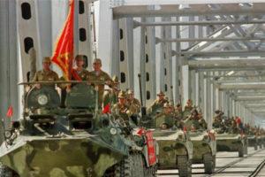 Советская армия была выдавлена из Афганистана 30 лет назад, а путинская Россия расценивает это поражение как патриотическую победу