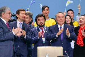 «Впервые свои чувства на публике показал сам Елбасы. Назарбаев плакал». «Токаев в моих глазах абсолютно легитимный президент. То, что он идет на досрочные выборы говорит об уверенности и стремлении покончить сразу со всякими поводами для разночтений, толкований и инсинуаций»