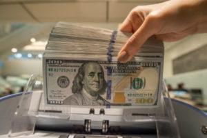 Эксперт: Почему стоимость доллара казахстанцев волнует больше, чем европейцев