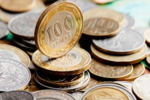 Эксперты разошлись во мнении, сможет ли тенге оторваться от рубля